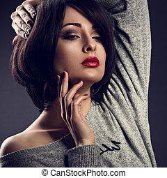 hanglejtés, nő, ajakrúzs, neki, rövid, alkat, arc, haj, háttér., megható, closeup, szexi, sötét, portré, bubifrizura, árnyék, piros, mód