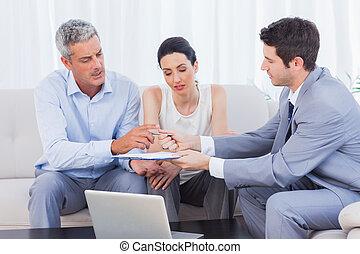 hans, fru, ge sig, avtal, klient, representant