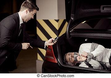 hans, mobil, bil, kidnappare, uppe, bundet, kidnappa, se, ...
