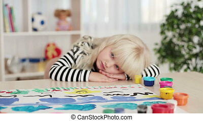 Happy child painting - Childhood