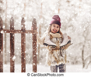 girl is going skate - Happy child playing on a winter walk ...