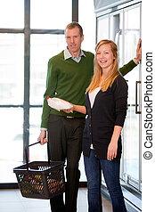 Happy couple in Supermarket