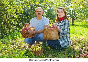 Happy  couple  with apple harvest