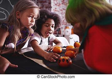 Happy girls game of oranges tic tac toe