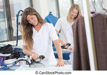 happy laundresses