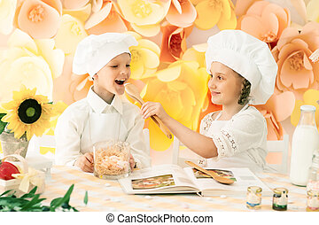 little children in the form of a chef to prepare delicious meals