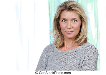 Happy middle age woman - Happy mature woman indoor looking ...