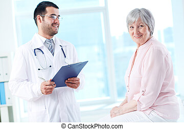Happy patient in hospital - Confident doctor with...