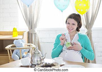 Happy pregnant woman with ice cream