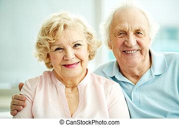 Happy seniors - Portrait of smiling seniors enjoying ...