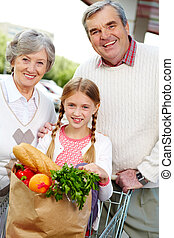 Happy shoppers - Portrait of happy grandparents and ...