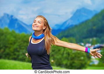 Happy traveler girl - Portrait of happy traveler girl with ...