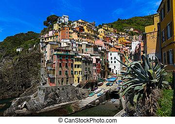 Harbor view in Riomaggiore, Cinque Terre, Italy