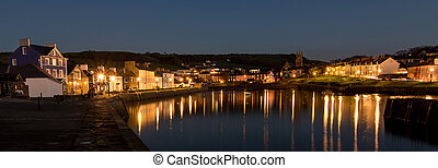 Harbour lights reflections - Quaint building overlooking a...