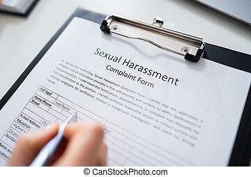 harcèlement, formulaire, plainte, sexuel, remplissage, main, humain