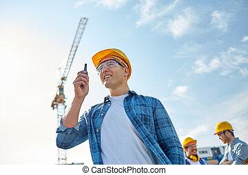 hardhat, constructor, película sonora de walkie