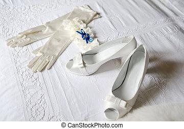 harisnyakötővel rögzít, cipők, pár kesztyű, menyasszony