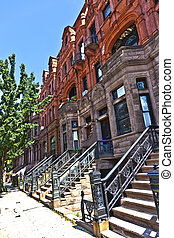Harlem district and its typical house - New York. - Harlem...