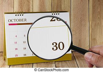 harminc, thirtieth, konzerv, magasztalás, october., hónap, naptár, szám, néz, dátum, kéz, összpontosít, pohár, ön
