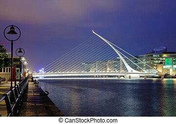 Harp bridge - Samuel Beckett Briddge in Dublin at night