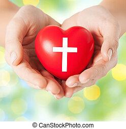 hart, symbool, op, kruis, holdingshanden, afsluiten