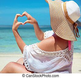 hart, vrouw, haar, ontspannen, jonge, handen, vervaardiging, gebaar