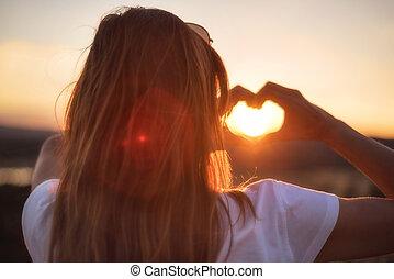 hart, vrouw, liefde, haar, teken., handen, vervaardiging, sunset.
