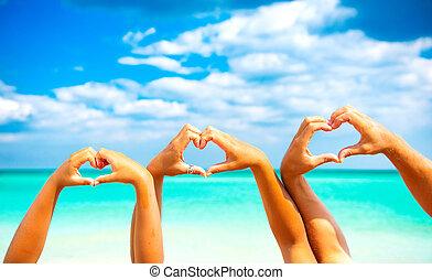 hart, zee, gezin, zomer, op, holidays., hun, vorm, achtergrond, handen, vervaardiging, vrolijke