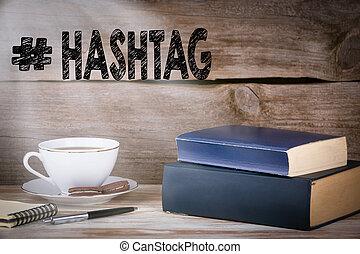 hashtag., pilha livros, ligado, escrivaninha madeira