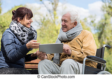 használ, idősebb ember, tabletta, ember
