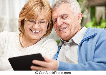 használ, senior összekapcsol, tabletta pc