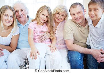 hat, család