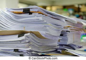 haufen , von, dokumente, schreibtisch, stapel, hoch, warten,...