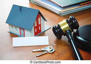 haus, mit, a, gavel., rechtsausschließung, real estate, verkauf, auktion, geschaeftswelt, kaufen