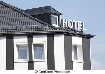 Haus mit Hotelschild