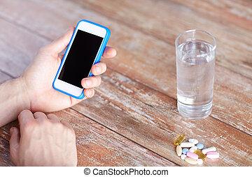 haut, eau, mains, fin, smartphone, pilules