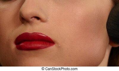 haut., femme, demande, artiste, face., maquillage, chatoiement, mouvement, lent, poudre, fin