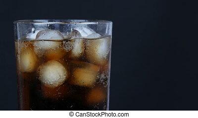 haut, fond, glace, froid, transparent, vue., verre, fin, long, kola, bulles, noir