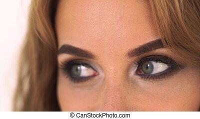 haut., gris, yeux, femme, beau, enfumé, haut, makeup., figure, charme, side., parfait, fin, portrait, regarder, clair, faire