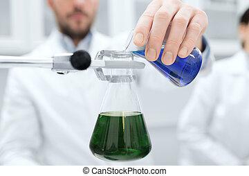 haut, laboratoire, remplissage, scientifique, essai, fin, tubes