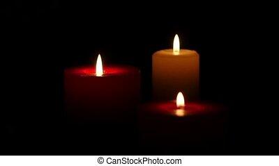 haut., mouvement, lent, bougies, trois, sombre, arrière-plan., fin