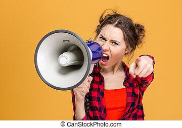haut-parleur, pointage femme, cris, furieux, vous, ennuyé