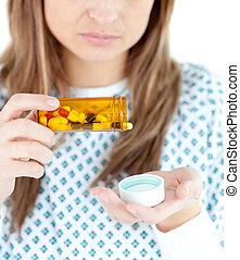 haut, patient, femme, fin, pilules, prendre