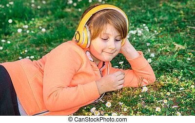haut, sélectionne, musique, girl, herbe, pâquerettes, mensonge, écoute