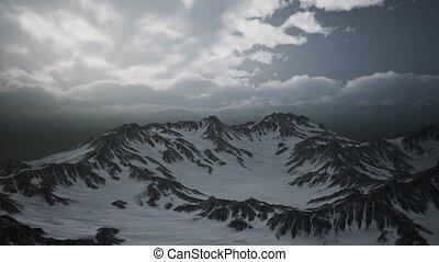 haute altitude, nuages, crêtes
