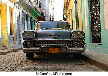 Havana vintage car - Front view of tropical oldtimer in the ...