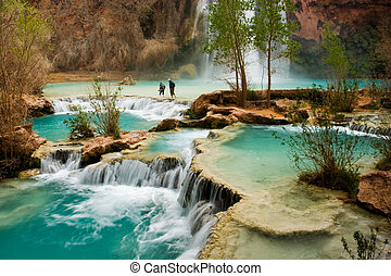 Havasu Falls Hike - Hiking at beautiful Havasu Falls in...