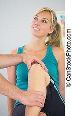 having, examined, колено, пациент, физиотерапевт