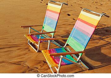 hawaien, concept, vacances, deux, chaises, plage coucher soleil