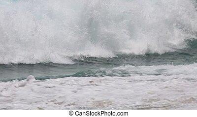 hawaii dangerous waves - waves in Makapu'u Beach,southeast...
